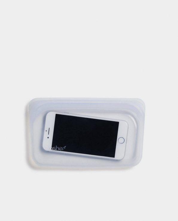 Alma de Alecrim - Loja Online - Bolsa de silicone Stasher snacks ambiente com telemóvel